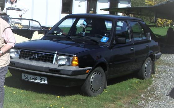 Dieses Bild hat ein leeres Alt-Attribut. Der Dateiname ist Volvo-340-grau.2.png